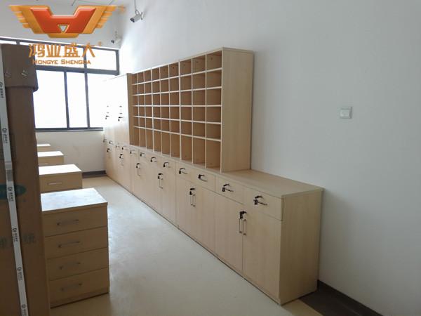 中山市第二人民医院收费大厅内部储物架款式