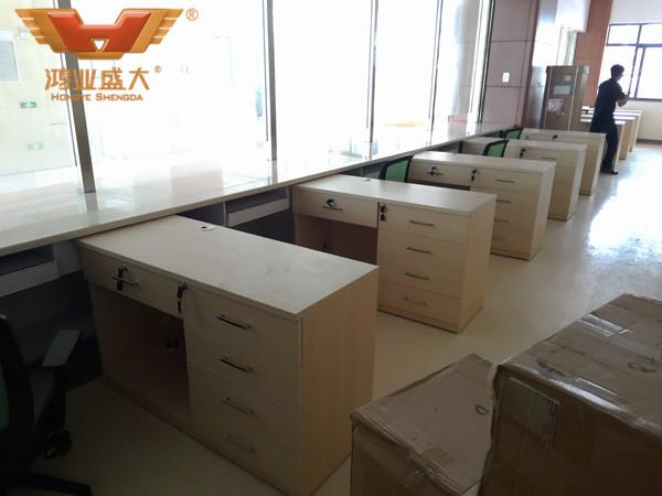 中山市第二人民医院收费大厅内部办公桌椅款式