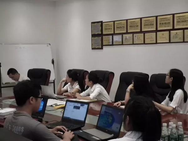 鴻業家具工廠畢業生們學習培訓